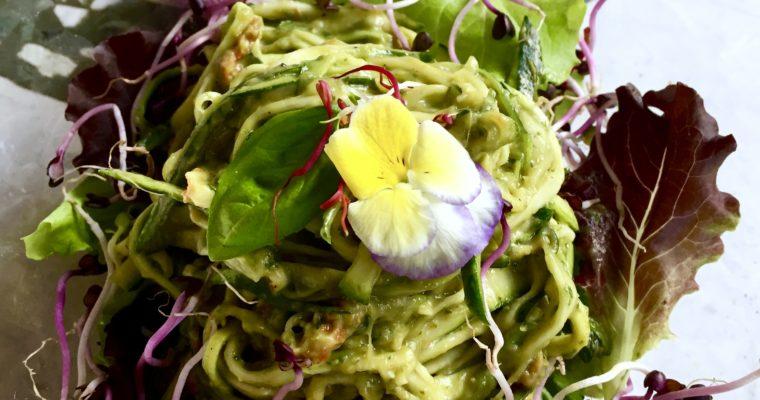 Spaghetti di zucchine con pesto cremoso alla siciliana