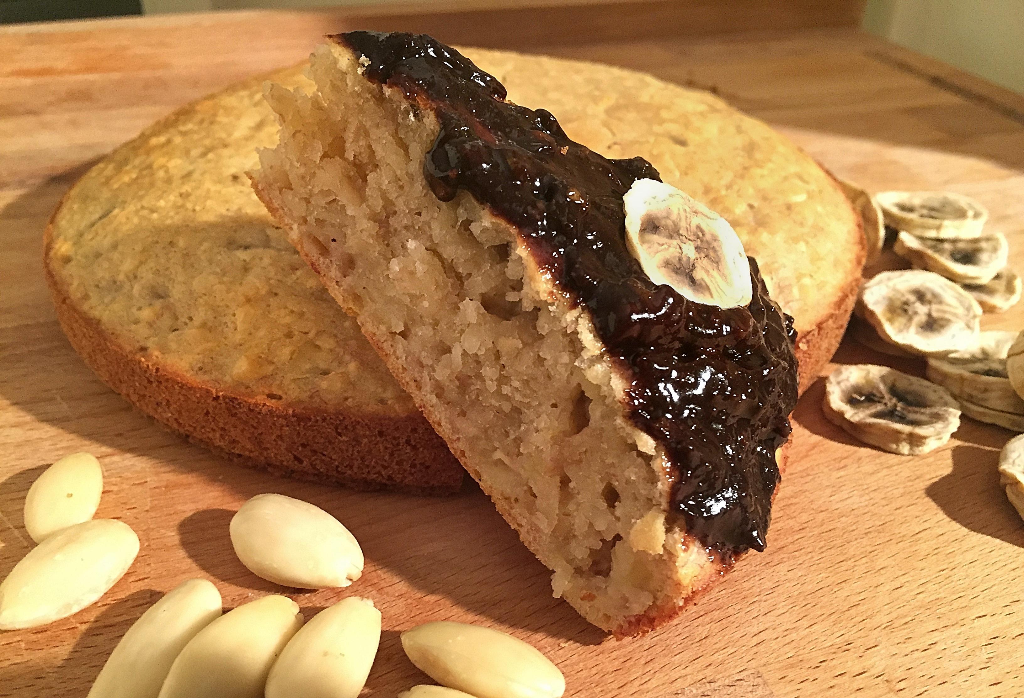 Torta integrale di banane e mandorle soffice semplice for Granny pottymouth bakes a vegan cake