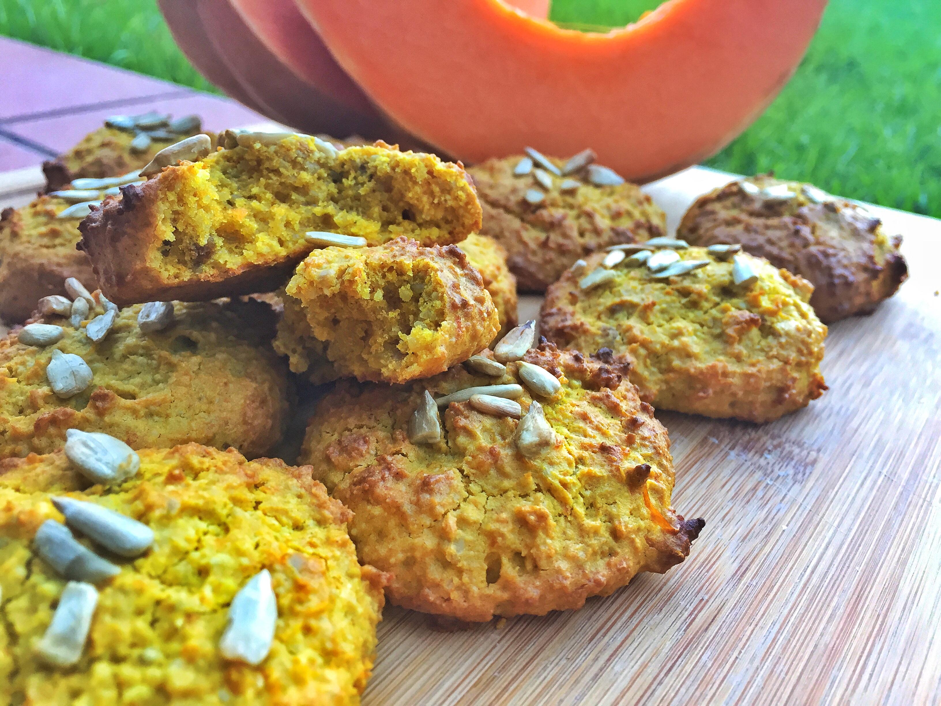Biscotti Snickerdoodle di Zucca e Semi di Girasole Speziati – vegan, senza glutine, senza farina, senza zucchero raffinato